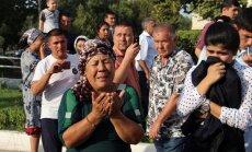 ФОТО: В Ташкенте жители плакали и кидали цветы под траурный кортеж Каримова