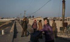Foto: Pelēcīgi drūmā Ziemeļkorejas dzīve ārpus paraugpilsētas Phenjanas