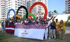 Foto: Rio olimpiskajā ciematā pacelts Latvijas karogs