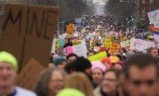 Sieviešu gājienos pret Trampu ASV piedalās vairāk nekā divi miljoni cilvēku