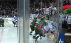 KHL soda 'Ak Bars' kapteini par rupjību pret Rīgas 'Dinamo' uzbrucēju Makmilanu