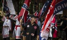 Foto: 'Kukluksklans' protesta akcijā ASV sastopas ar sīvu opozīciju