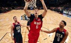 Porziņģa 24 punkti kaldina Pasaules izlases uzvaru Uzlecošo zvaigžņu spēlē