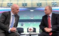 FIFA prezidents Putina priekšā slavē Krieviju ar veiksmīgo gatavošanos PK finālturnīram