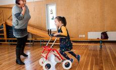 Mazajai Selīnai jāapgūst ķermeņa līdzsvara noturēšana: lūdz sabiedrības atbalstu