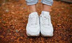 Balti apavi – spožums vai posts? Kā tos 'reanimēt' pēc laipošanas starp peļķēm