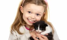 Ja vienā mājā dzīvo bērns un kaķis