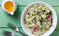 Sulīgi kāpostu salāti: 10 vienkāršas, garšīgas un maciņam draudzīgas receptes