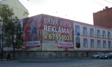 В Риге на фасадах многих зданий запретят размещать рекламу