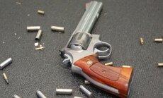 ASV, rotaļājoties ar ieroci, nošaujas trīsgadīgs puisēns