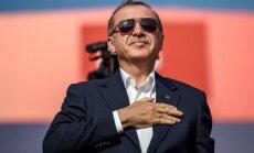 Foto: Erdogans rīko demokrātijas atbalstītāju mītiņu
