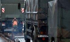 Foto: Bundesvērs vilcienos lādē uz Lietuvu sūtāmo karatehniku