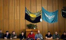 Ukrainas separātisti atrāda medijiem sagūstītos novērotājus
