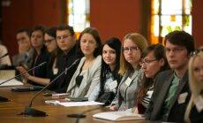 Video: 'Kā top žurnālisti?' jeb studenti praktizējas Saeimā