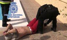 Video: greznā Spānijas villā aiztur Lielbritānijā meklētāko noziedznieku