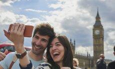Не всегда счастливы вместе: почему пары преувеличивают любовь друг к другу в соцсетях