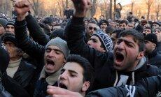Video: Pēc, iespējams, Krievijas karavīra pastrādātas 6 cilvēku slepkavības Armēnijā ielās iziet tūkstoši