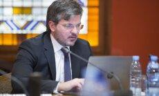 Размер зарплаты всех латвийских госслужащих может стать открытым