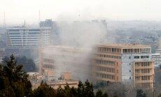 Kaujinieki ārstu halātos Kabulas militārajā hospitālī nogalina 30 cilvēku