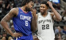 Bertāns realizē tālmetienu 'Spurs' drošā uzvarā pār 'Clippers'