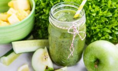 Ābolu, gurķu, ingvera un zaļās tējas smūtijs