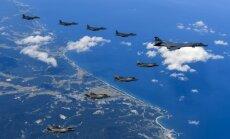 ASV bumbvedēji demonstrē spēku Ziemeļkorejas pierobežā; Phenjana piedraud ar raķetēm