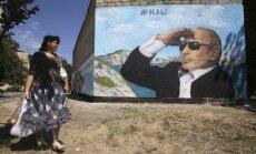 Zemās naftas cenas piespiež Krieviju pārskatīt budžetu