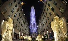 Foto: Iedegta ASV galvenā Ziemassvētku egle