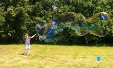 Muzeju naktī Asinsdonoru centrā notiks koncerts un pūtīs milzu burbuļus