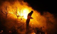 Kamēr Spānijā plosās savvaļas ugunsgrēki, ugunsdzēsēji piesaka streiku