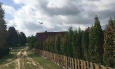 Video: Zemu lidojoša lidmašīna Saulgožos