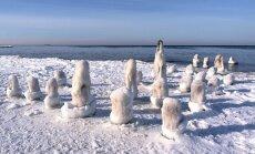 Rīgas līča Kurzemes piekrastē saglabājas vairākus metrus augsti ledus krāvumi