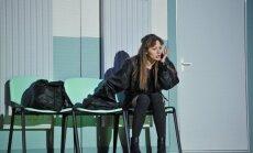Vai var paglābties? Nacionālā teātra izrādes 'Cilvēki, lietas un vietas' recenzija