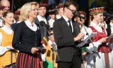 Foto: Latvijas un Lietuvas parlamenta spīkeri Palangā atzīmē Baltu vienības dienu