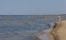 Вода на юрмальских пляжах впервые в этом году прогрелась до +20 градусов