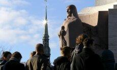 Foto: Atklāj restaurēto Brīvības pieminekli