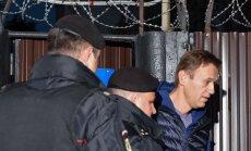 Krievijas opozicionārs Navaļnijs atkal aizturēts