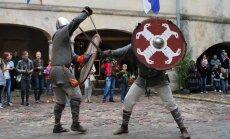 Bruņinieku cīņas un tirdziņi: aicina uz Viduslaiku svētkiem Jaunpilī