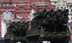 Video: Krievija militārajā parādē lepojas ar modernu kaujas tehniku