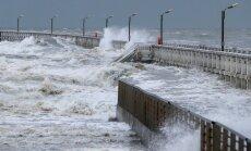 Eiropā plosās spēcīga ziemas vētra