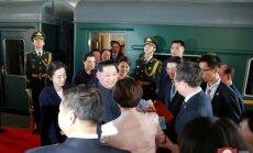 Foto: Kims Čenuns ar zaļo vilcienu apmeklējis Ķīnu