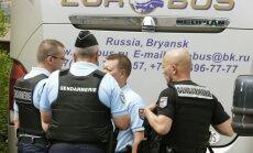 Autobusu ar Krievijas futbola līdzjutējiem aiztur Francijas policijas specvienība