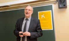 Latvijas Universitātes rektors Mārcis Auziņš iedvesmo gan skolēnus, gan skolotājus