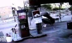 Video: autovadītājs 'aizlaižas' pēc asinis stindzinošas avārijas Sinsinati
