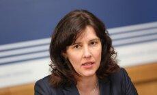 'Galvas cirst bez iemesla ir neprātīgi' - finanšu ministre pārliecināta par FKTK profesionalitāti