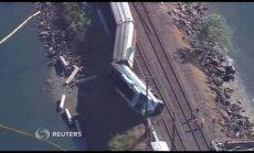 Video: Vašingtonas štatā no sliedēm noskrējis pasažieru vilciens
