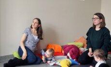 Omulīgā gaisotnē topošās un jaunās mammas izglītojas 'Cālis' skolā vecākiem