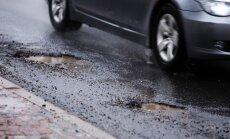 Автоводитель отсудил у Рижской думы компенсацию за пробитое колесо
