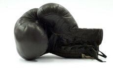 Leģendārā boksera Ali divus cimdu pārus izsola par 771 000 dolāru