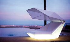 Dienā - vieta, kur sauļoties, naktī - milzu lampa!